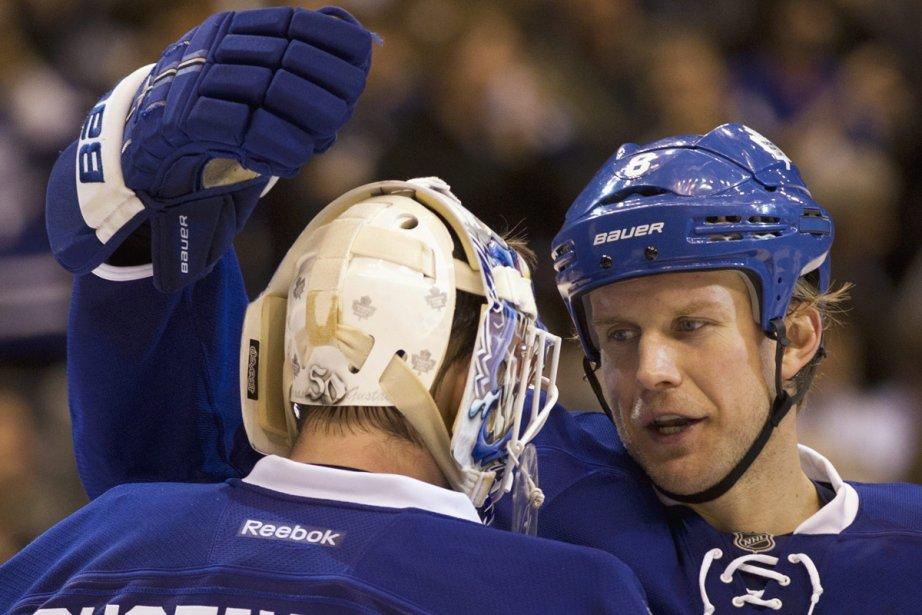 À Toronto, le contrat de Mike Komisarek est... (Photo: Frank Gunn, La Presse Canadienne)