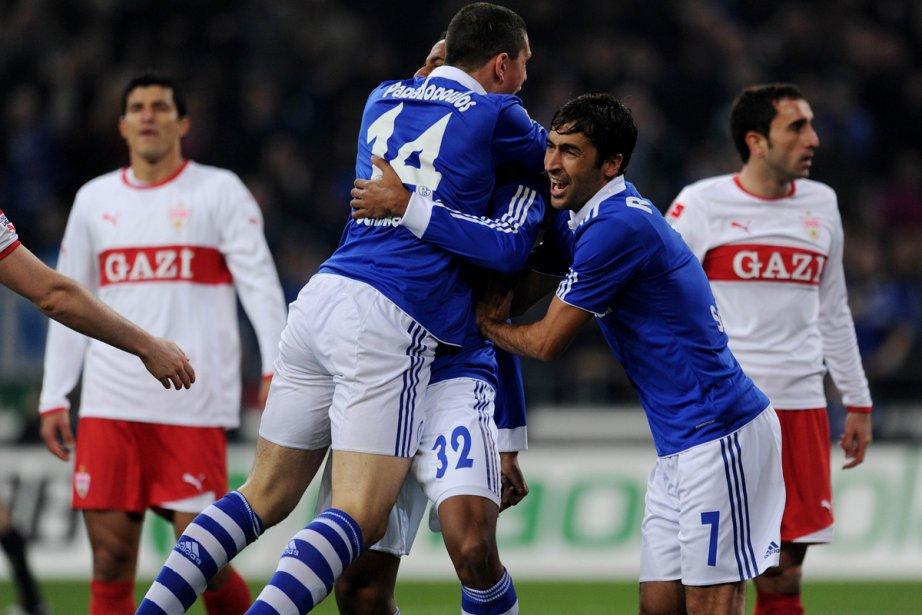 Schalke a battu Stuttgart 3-1 samedi à Gelsenkirchen.... (Photo: Patrik Stollarz, Agence France-Presse)