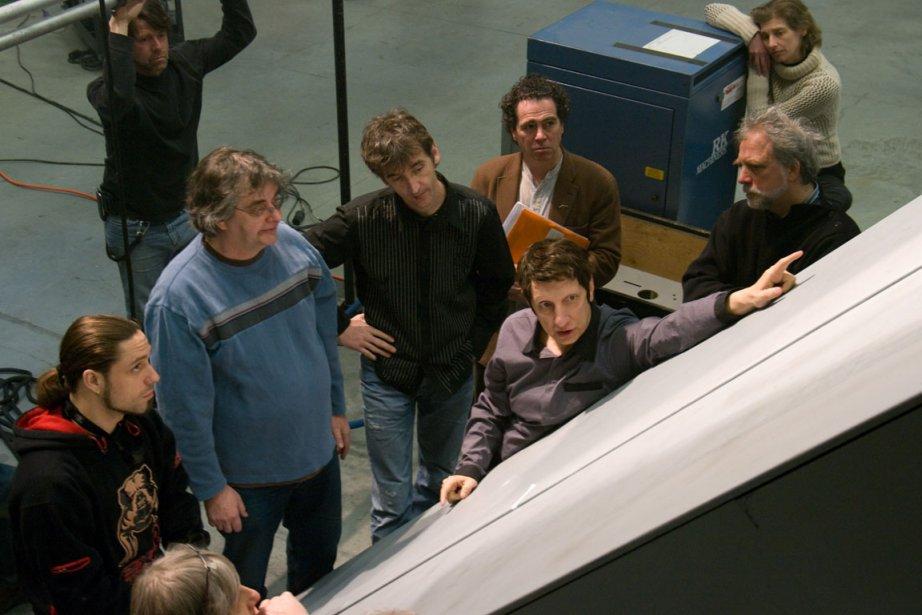 Robert Lepage et son équipe préparant le Ring... (Photo Boris Firquet, fournie par Ex Machina)