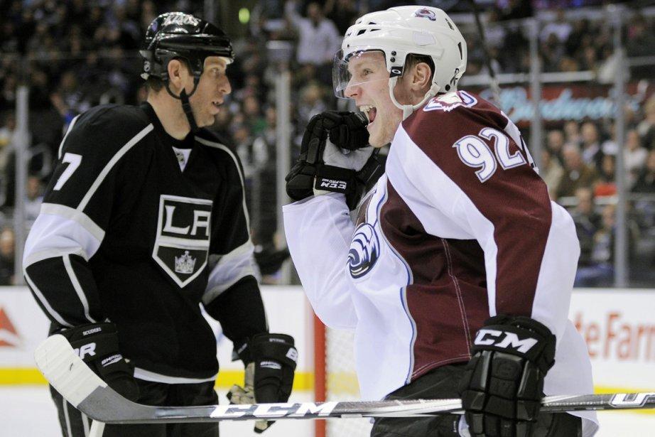 Gabriel Landeskog célèbre...Rob Scuderi N'est pas content...... (Photo Associated Press)