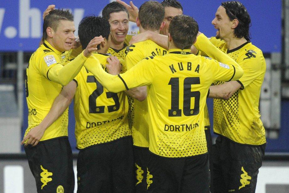 L'équipe deDortmund célèbre la victoire.... (Photo AFP)