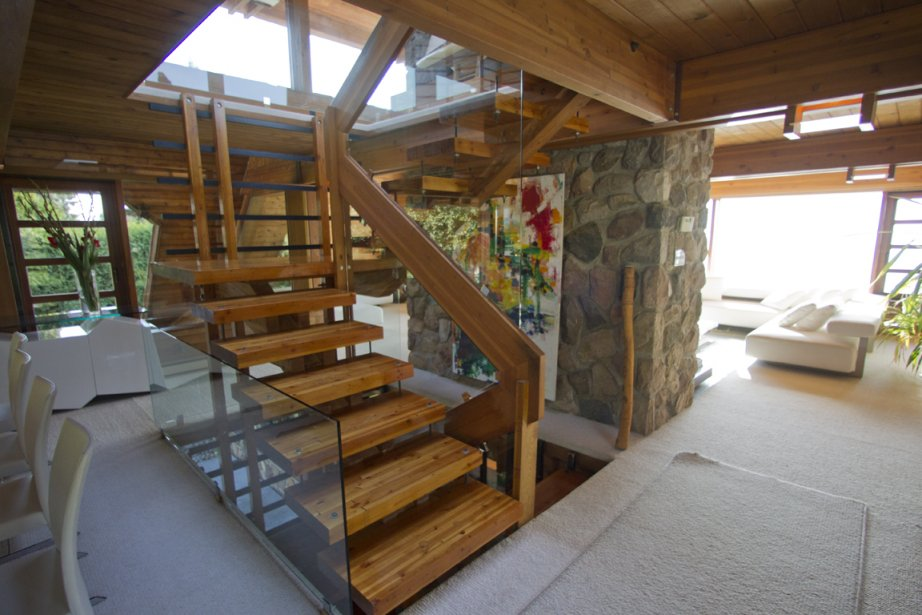 Maison de vents et de contrastes cyberpresse - Escalier central maison ...