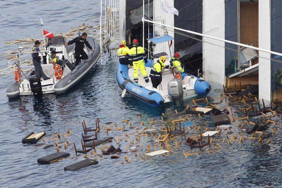 Les secouristes ont retrouvé les corps de deux... (Photo: Tony Gentile, Reuters)