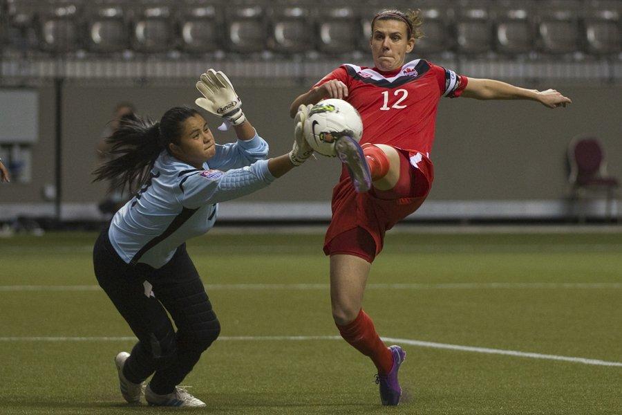 Christine Sinclair a marqué deux buts dans la... (Photo: Reuters)
