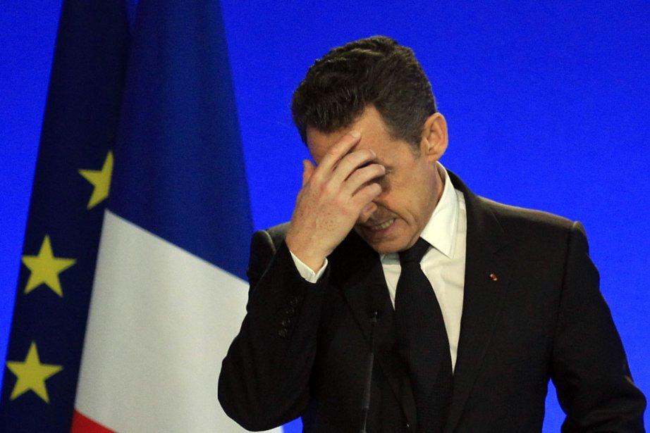 Les dernières enquêtes d'opinion laissent Nicolas Sarkozy autour... (Photo Reuters)