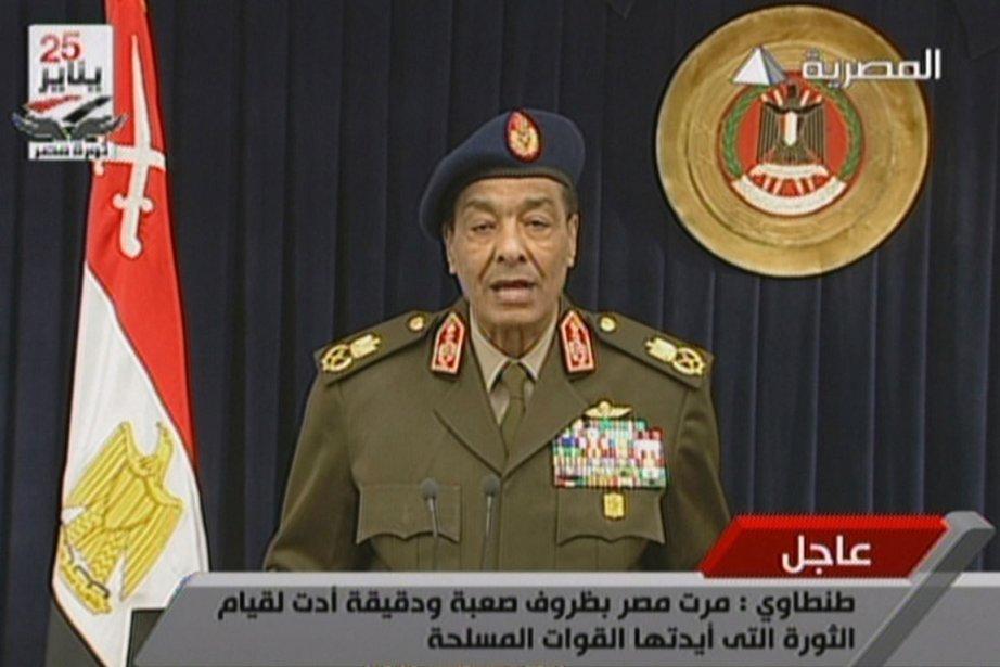 Le maréchal Hussein Tantaoui a prononcé une allocution... (Photo AFP)