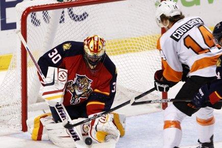 Claude Giroux a réussi le seul but de la fusillade et les Flyers... (Photo: AP)