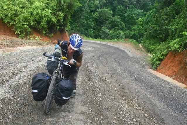 En vélo, du Panama à la Colombie... (Photo: fournie par Lucie Poulin)