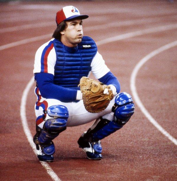 Gary Carter s'échauffe avant un match contre les Phillies de Philadelphie en 1980. (Denis Courville, La Presse)