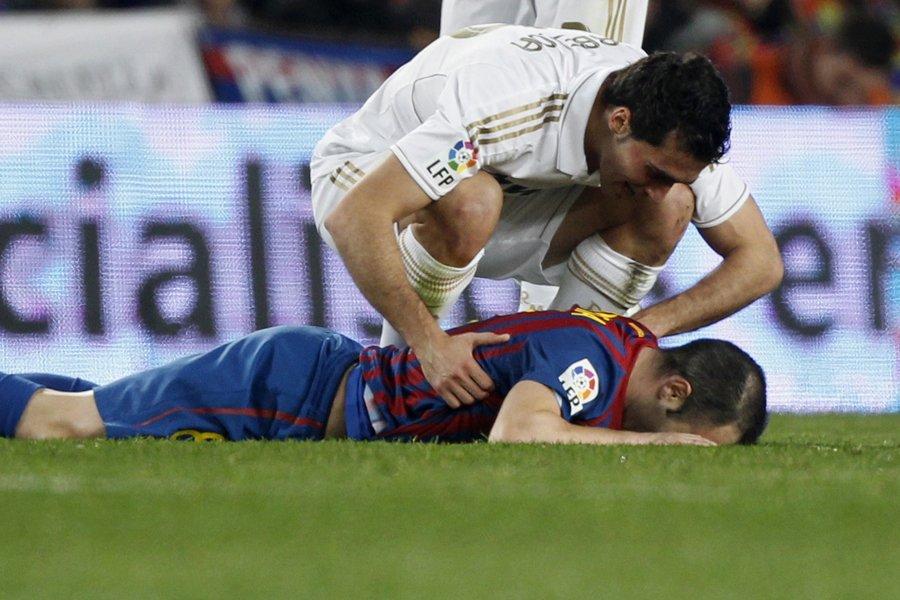 Andres Iniesta a subi une blessure à la... (Photo: Reuters)