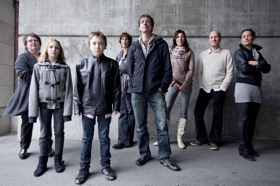 L'équipe du film entourant le réalisateur Philippe Falardeau.... (Photo Marco Campanozzi, La Presse)