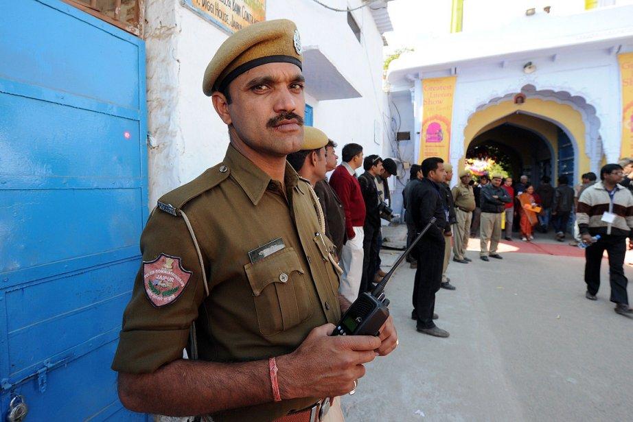 Les policiers étaient aux aguets aux abords de... (Photo: AFP)