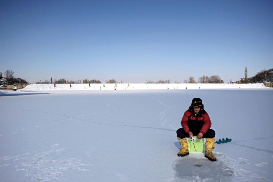 En Bulgarie un froid sibérien s'est abattu sur... (Photo: NIKOLAY DOYCHINOV, AFP)