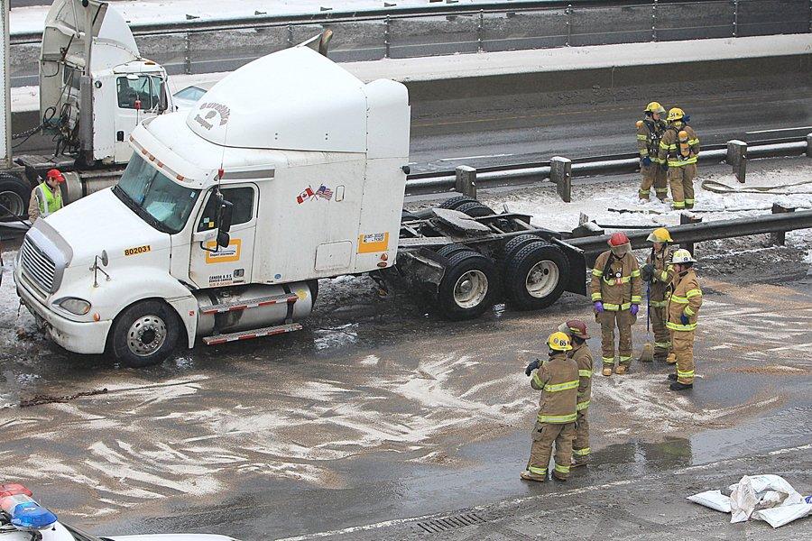 Une collision entre un tracteur routier et une... (Photo: Patrick Sanfaçon, La Presse)
