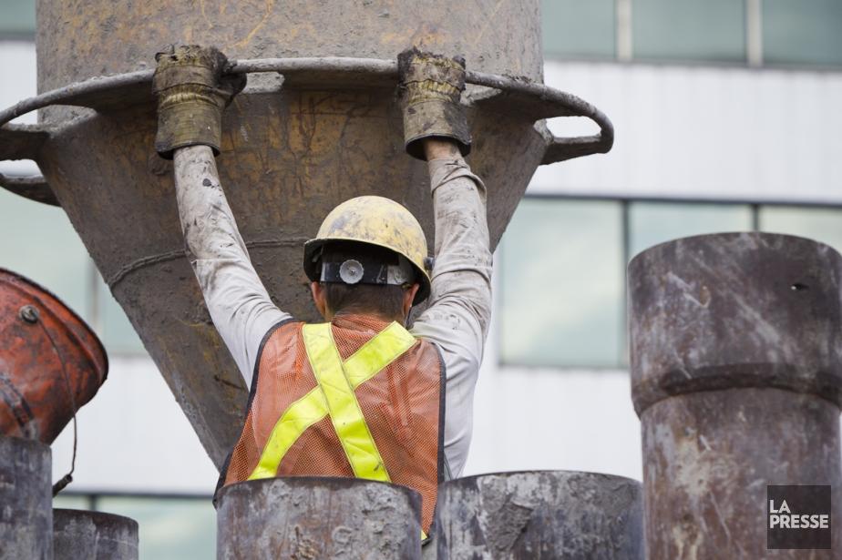 Le secteur tertiaire et celui de la construction... (Photo: Édouard Plante-Fréchette, Archives La Presse)