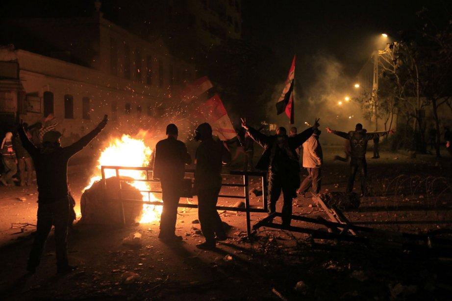 Des manifestants se sont réunis dans le centre-ville... (Photo AFP)