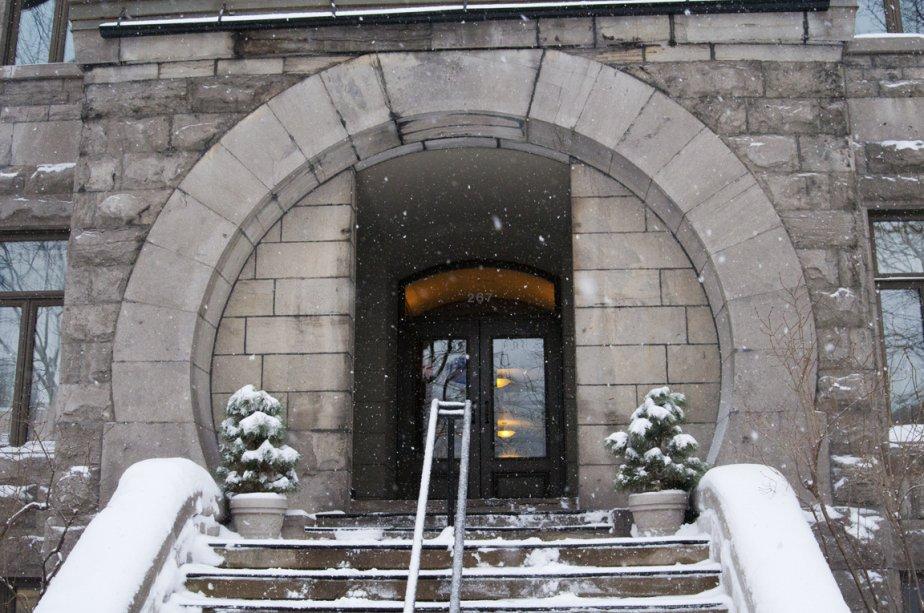 Le porche du Rachel-Julien donne sur une cour privée rue... | 2012-02-03 00:00:00.000