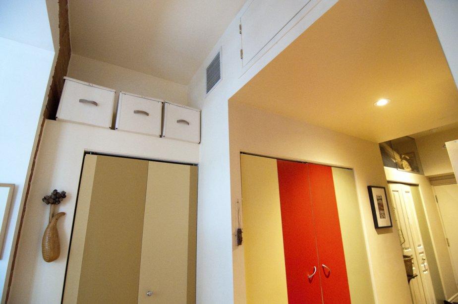 L'un des trois placards du couloir loge le coin lessive. D'autres rangements surmontent ces placards. | 3 février 2012