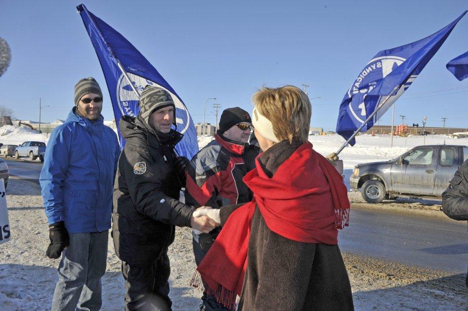 LOCK-OUT JOUR 33 (2 février) Nycole Turmel a rencontré les travailleurs en lock-out de l?Usine Alma de Rio Tinto Alcan. | 3 février 2012