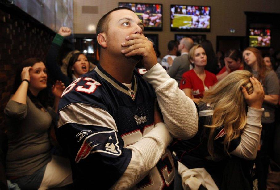 Des fans des Patriots anxieux en fin de 1re demie, alors que les Giants menaient 9-3. | 5 février 2012