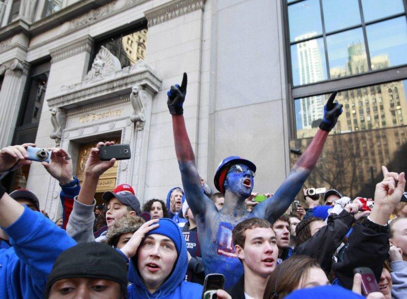 De nombreux fans s'étaient massés le long du parcours pour acclamer les joueurs des Giants. | 7 février 2012