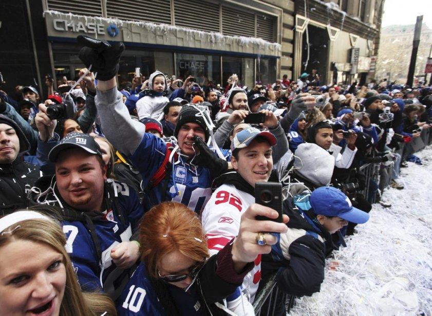 Des fans des Giants acclament leurs héros. | 7 février 2012