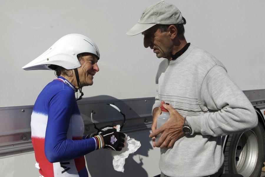 La championne cycliste française Jeannie Longo et son... (Photo: Reuters)