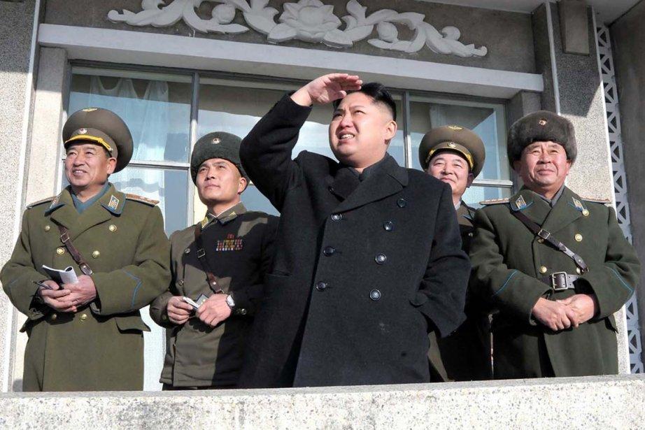 Le commandant suprême Kim Jong-un assiste à un exercice de... | 2012-02-09 00:00:00.000