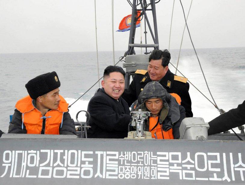Que ce soit sur terre, en mer ou dans les airs, le chef suprême des forces militaires nord-coréennes répond présent. | 9 février 2012