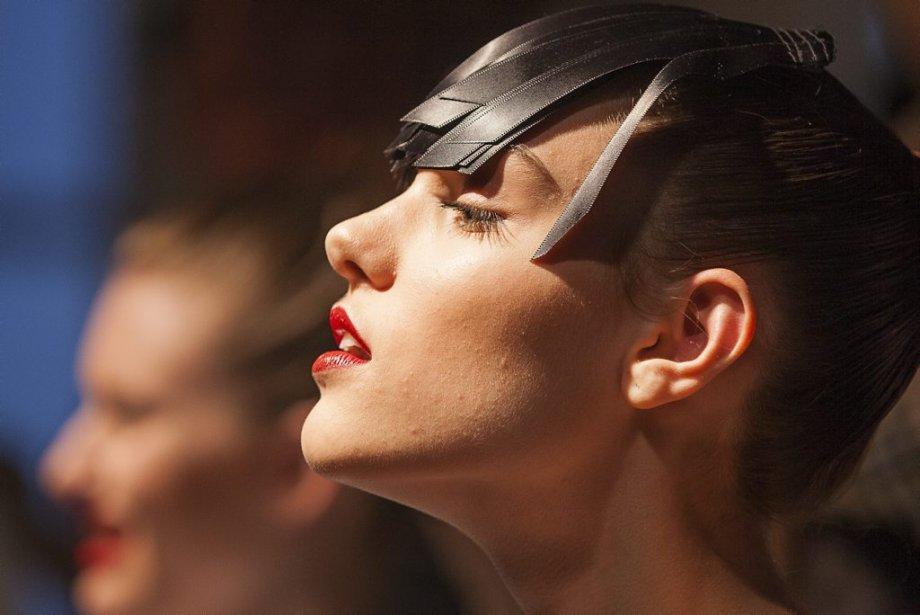 Des mannequins en pleine séance de coiffure | 9 février 2012