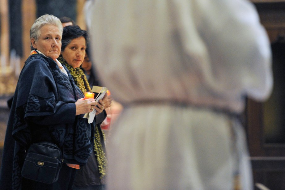 Marie Collins (à l'extrême gauche) a été agressée... (Photo: Andreas Solaro, AFP)