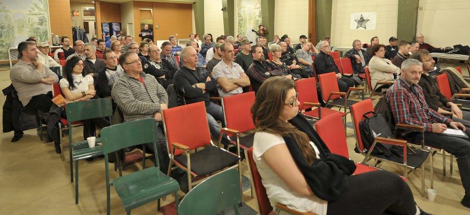 LOCK-OUT JOUR 40 (9 février) Une centaine de représentants syndicaux FTQ du Saguenay-Lac-Saint-Jean et Chibougamau-Chapais se sont déplacés à Alma pour cette activité d?information. La section régionale de la FTQ était rassemblée dans le cadre d?une activité d?information, jeudi soir. Les travailleurs ont décidé de souligner la Fête des travailleurs en invitant tous les membres de la FTQ du Québec au Saguenay-Lac-Saint-Jean, le 1er mai, pour une manifestation monstre. | 10 février 2012