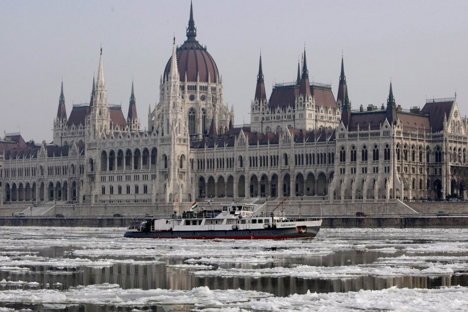 Le gel d'une partie du Danube a obligé... (Photo AFP)