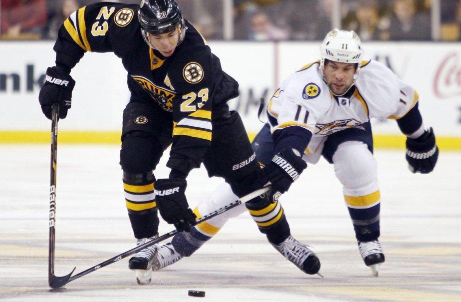 Chris Kelly, joueur pour les Bruins, et David... (Photo: Michael Dwyer, AP)
