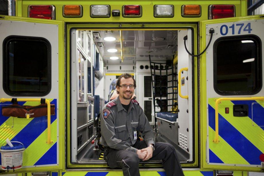 En plus d'être technicien-ambulancier paramédical à Urgences-Santé, Mathieu... (Photo Edouard Plante-Fréchette, La Presse)
