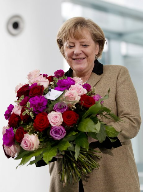 La chancelière allemande Angela Merkel a eu le droit à son bouquet de la Saint-Valentin. | 14 février 2012