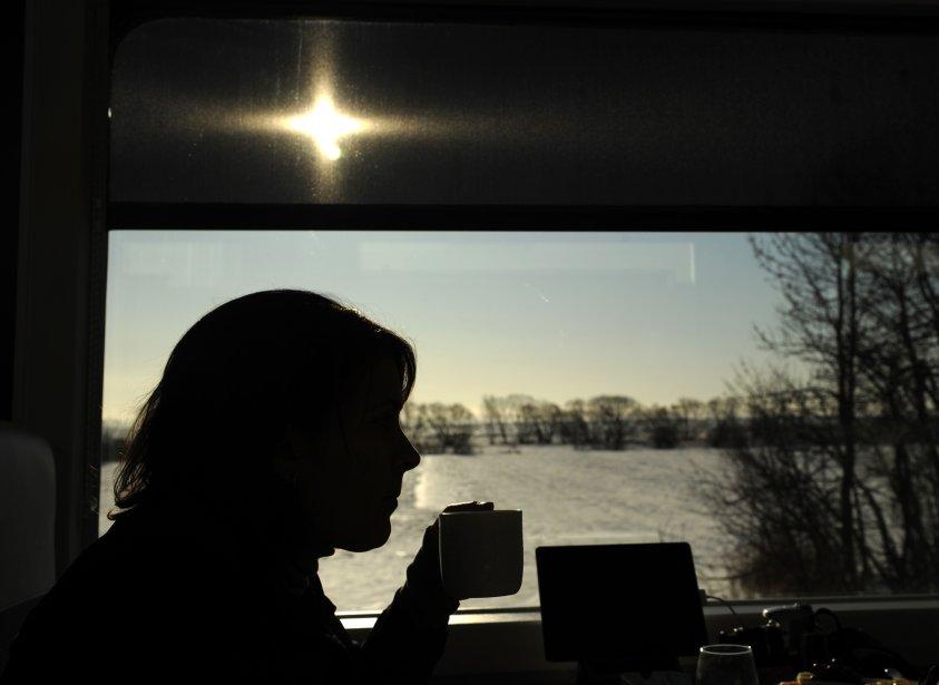 Vue intérieure du train avec vue sur le fleuve St-Laurent. | 14 février 2012