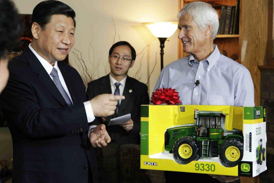 Le vice-président chinois,Xi Jinping, a reçu ce présent... (Photo AFP)