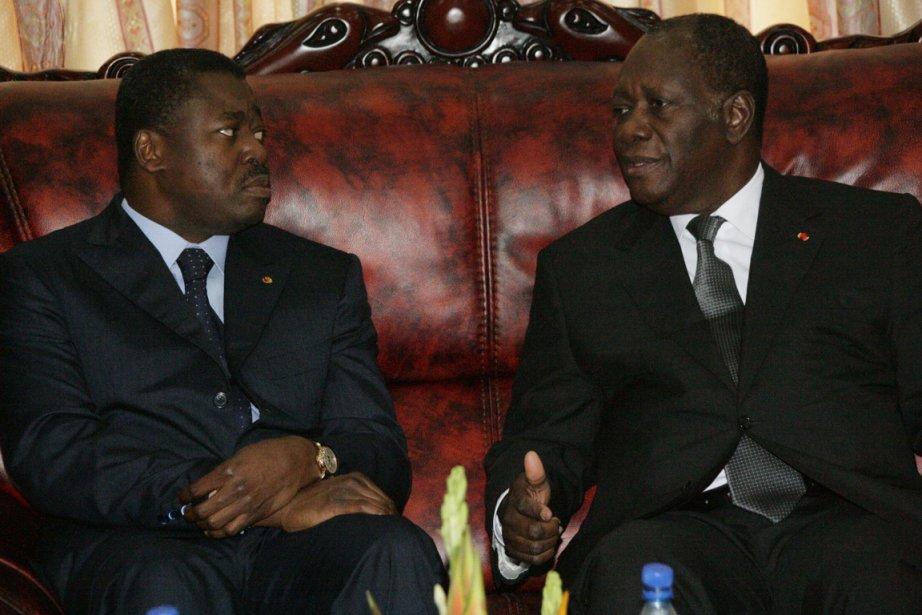 Les présidents du Togo, Faure Gnassingbe, et du... (Photo AFP)