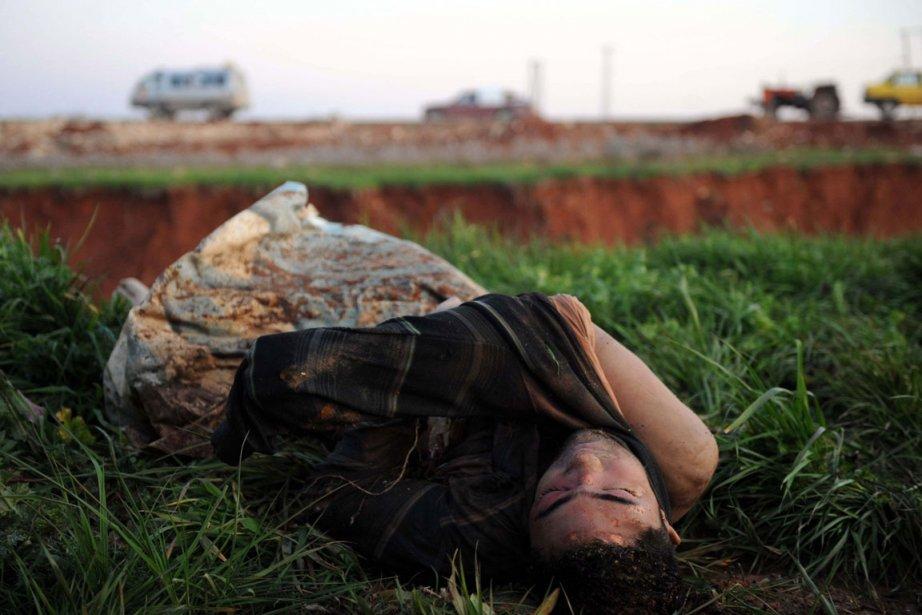 Un corps est retrouvé après des affrontements à... (Photo AFP)