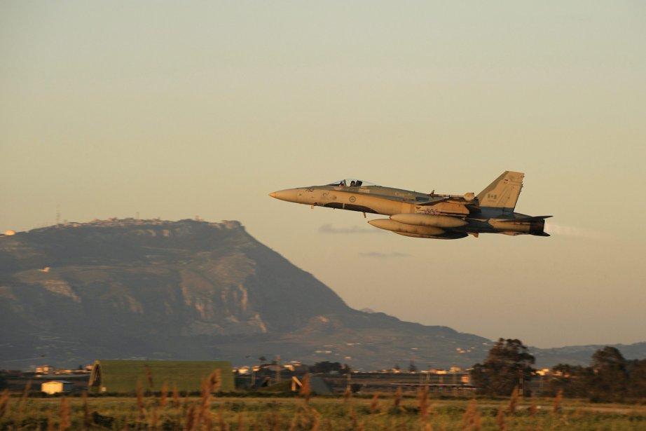 Un C-18 lors de la mission en Libye,... (Photo PC)