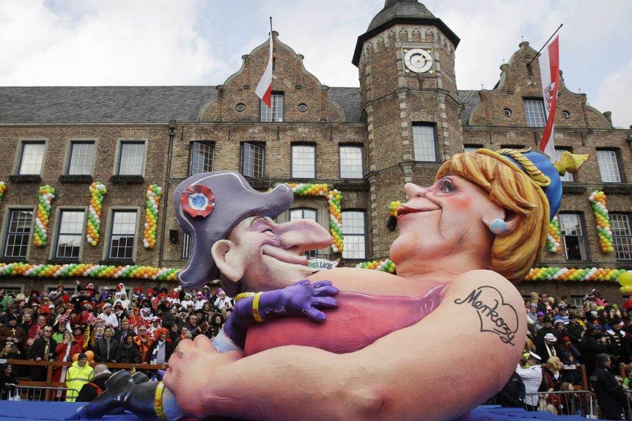 Représentations de Nicolas Sarkozy et Angela Merkel dans... (Photo: Frank Augstein, AP)