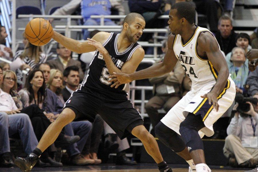 Tony Parker (à gauche) a inscrit 23 points... (Photo: AP)
