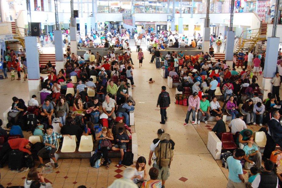 Des centaines de voyageurs sont restés coincés au... (Photo: AFP)