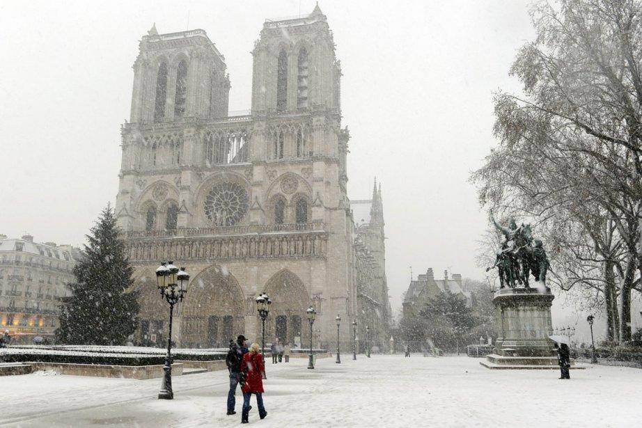 Notre-Dame de Paris sous la neige... (Photo: AFP)