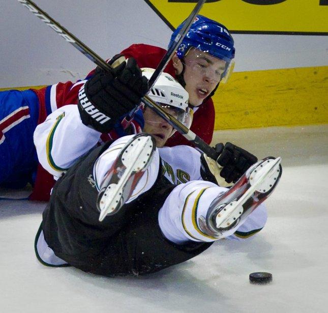 Deux patins dans les airs pour Tomas Vincour. | 21 février 2012