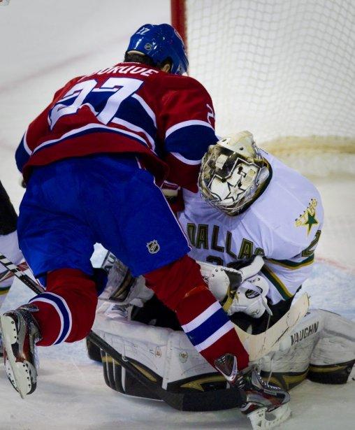 Rene Bourque tente sa chance devant Kari Lehtonen. | 21 février 2012