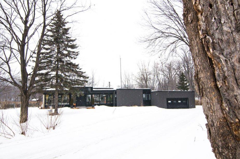 Le 26, place Latour borde la rivière des Mille-Îles, au... | 2012-02-24 00:00:00.000
