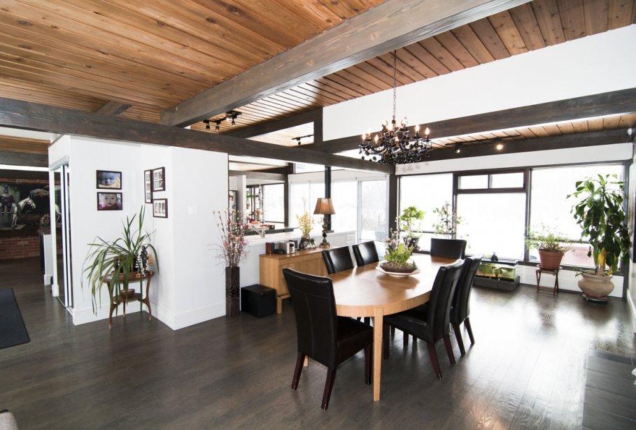 La cuisine centrale s'ouvre sur une vaste salle à manger. | 24 février 2012