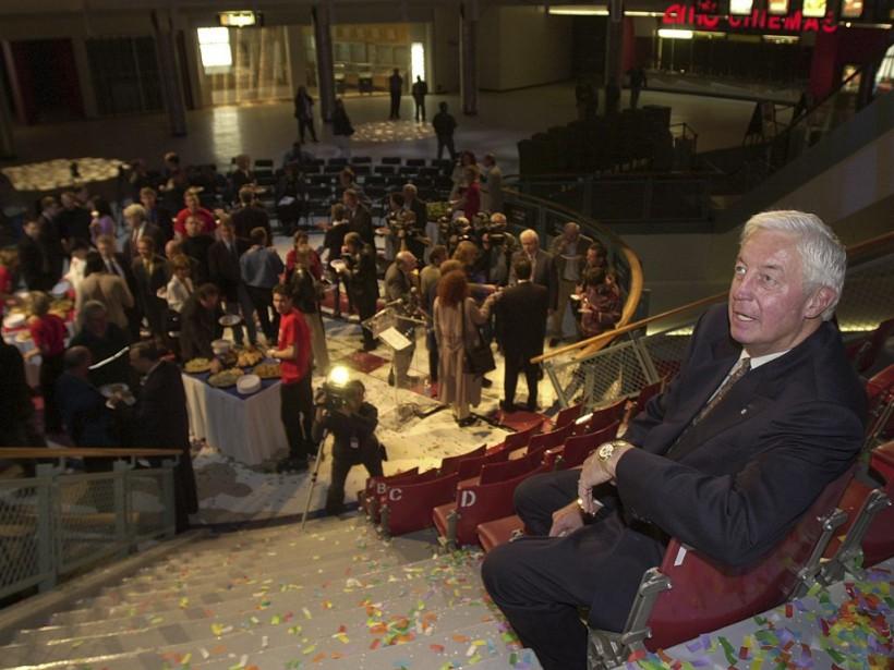 Jean Béliveau à l'ouverture du Forum Pepsi en 2001. (Rémi Lemée, La Presse)